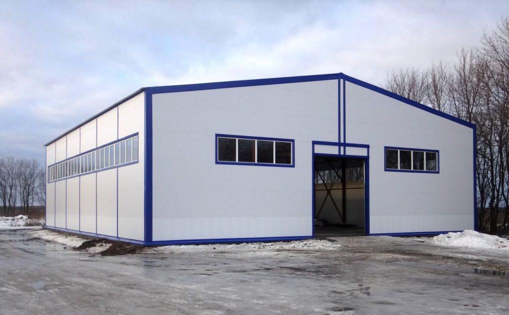 Быстровозводимое здание из металлоконструкций и сэндвич-панелей